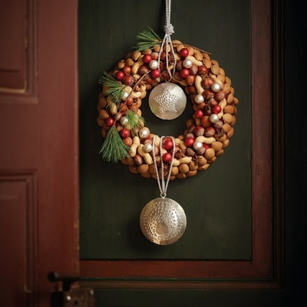 Door decoration with winter fruits