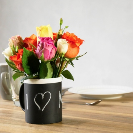 DIY Flower arrangement in a cup with personal massage