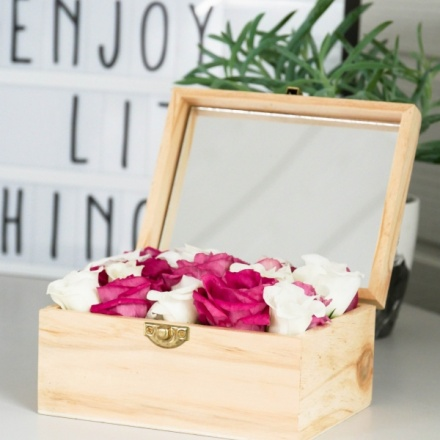 Flowerbox with personal massage