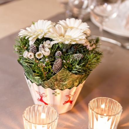 Xmas OASIS® Floral Cupcake Table Design